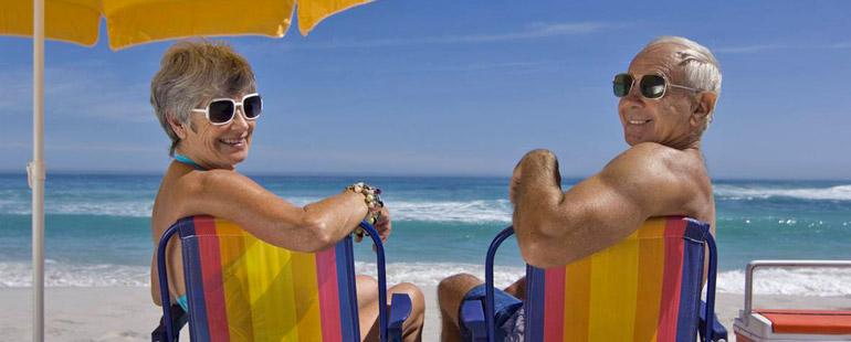 Отдых работающих пенсионеров: положенные бонусы