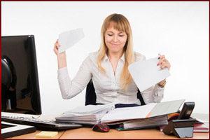 Женщина увольняется с работы