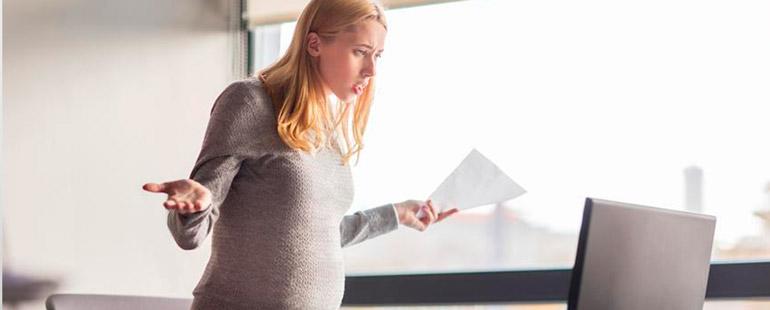 Беременную работницу уволили