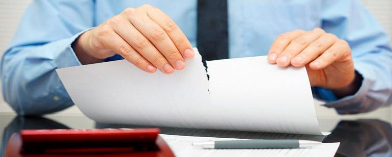По каким причинам можно расторгнуть срочный трудовой договор