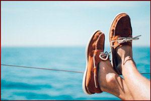 Ноги на фоне море