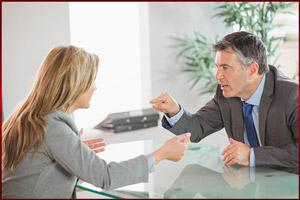 Работник спорит с начальником