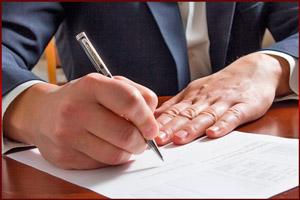 Директор подписывает указ об увольнении