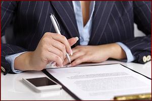 Директор пишет документ